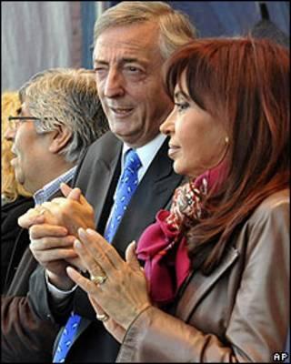 Néstor Kirchner y Cristina Fernández, durante un acto de campaña en las elecciones legislativas de 2009.