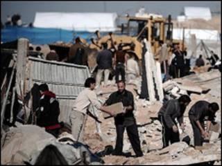 الفلسطينيون يعيدون بناء الانفاق