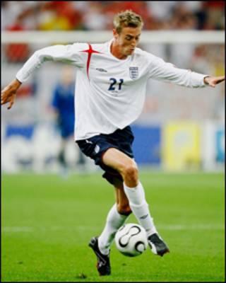 Crouch tham gia đội tuyển Anh 34 lần. Anh ghi được 16 bàn thắng