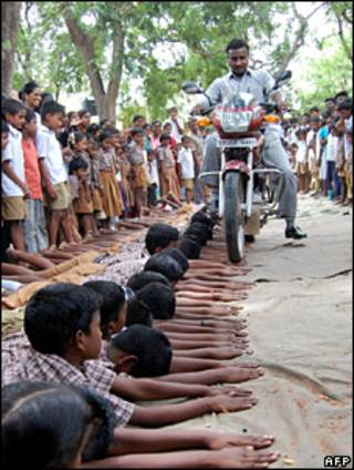 तमिलनाडु के स्कूल में स्टंट
