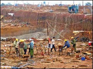 Công trường xây dựng nhà máy chế biến bauxite