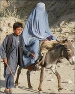 अफ़ग़ान महिला और बच्चा