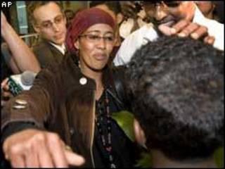 سعاد حجي محمد تتهيأ للسلام على ابنها