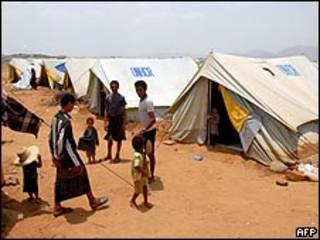 نازحون يمنيون في معسكر للأمم المتحدة