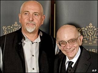José Antonio Abreu (dcha.) y Peter Gabriel