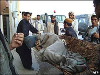 Vítima de ataque aéreo no Afeganistão