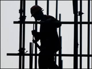 Новий кодекс може юридично дозволити роботу до 12 годин за зміну