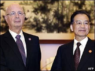 O criador do Forum Econômico Mundial, Klaus Schwab, e o premiê chinês Wen Jiabao