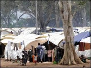 श्रीलंका में विस्थापितों का शिविर