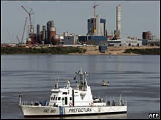 Planta de Botnia a orillas del río Uruguay.