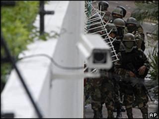 Soldados rodean la embajada de Brasil en Tegucigalpa