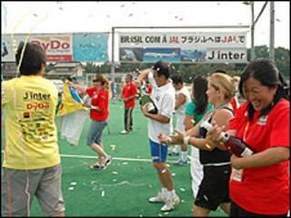 Comemoração no fim da maratona de futsal (Foto: Ewerthon Tobace)