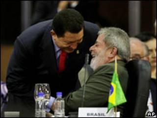 O presidente Lula e o colega venezuelano, Hugo Chávez