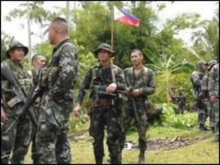 سربازان فیلیپینی در شهر اینان