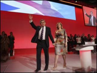 Gordon Brown, kiongozi wa chama cha Labour akiwa na mkewe Bi Sara.