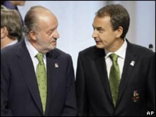 O rei da Espanha, Juan Carlos, e o primeiro-ministro, José Luis Rodríguez Zapatero, pouco antes da apresentação da candidatura de Madri em Copenhague, nesta sexta-feira (AP)