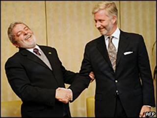 O presidente Lula cumprimenta o príncipe Philippe da Bélgica