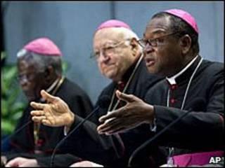 Bispos reunidos no Vaticano 23/10/2009. Foto AP