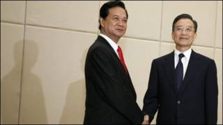 Hai thủ tướng Nguyễn Tấn Dũng và Ôn Gia Bảo tại Hải Nam tháng 4/2009