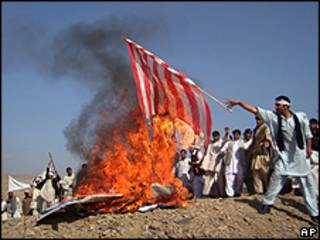 Protesto antiamericanonas proximidades de Cabul em 22/10/09