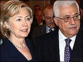 A ministra dos EUA, Hillary Clinton, e o presidente palestino, Mahmoud Abbas