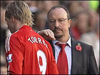 HLV Benitez (phải) và Torres (Getty)