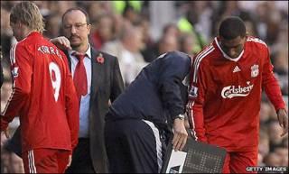 Torres được thay thế bằng Ryan Babel trong trận gặp Fulham