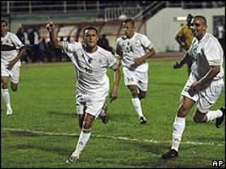 فرحة لاعبي الجزائر بعد الفو على رواندا
