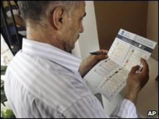 یک رای دهنده در انتخابات ژوئیه در ناحیه کردستان عراق