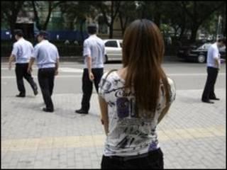 Một tù nhân bị cáo buộc bị giam bất hợp pháp đợi cảnh sát Bắc Kinh thẩm vấn
