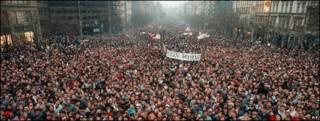 Concentración del 21 de noviembre de 1989 en la Plaza Wenceslao, en Praga