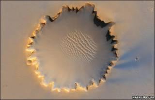 Imagem de cratera marciana