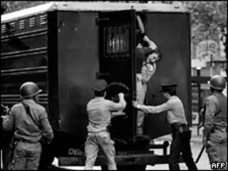 Arresto de personas durante el régimen de facto en Argentina