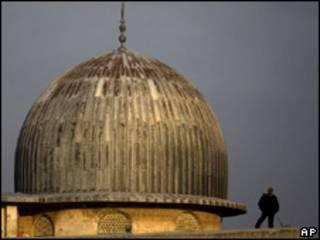 Policial israelense na mesquita de Al-Aqsa (arquivo)
