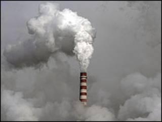 कार्बन छोड़ते कारख़ाने