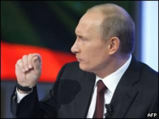 Владимир Путин во время телесеанса общения с народом 3 декабря 2009 г.