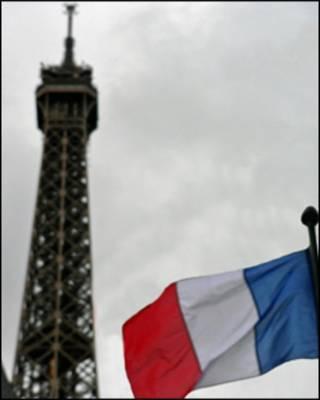 Bandera francesa en París