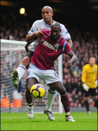 Carlton Cole, phải, West Ham