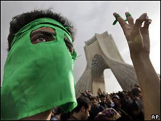 Участник протестов в Тегеране