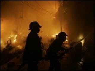 ماموران آتشنشانی در صحنه حادثه