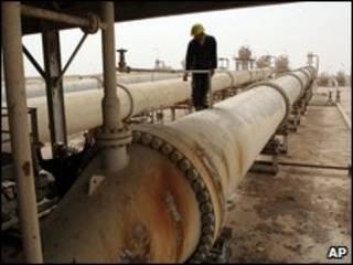 Trabajadores en un campo petrolero en Irak (Foto: Archivo)