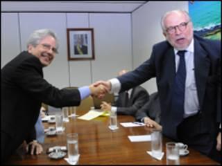 O secretário-assistente dos Estados Unidos para a América Latina, Arturo Valenzuela, com o assessor da Presidência, Marco Aurélio Garcia (Antônio Cruz/Abr)