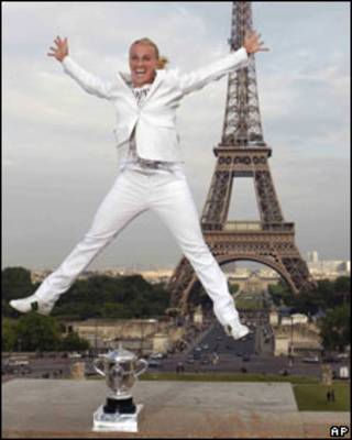 Светлана Кузнецова празднует победу на турнире French Open 6 июня 2009 года