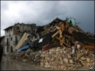 زلزال لاكويلا ايطاليا