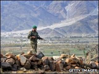 یک سرباز افغان در کنر