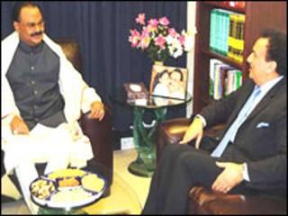 गृह मंत्री रहमान मलिक और अल्ताफ़ हुसैन