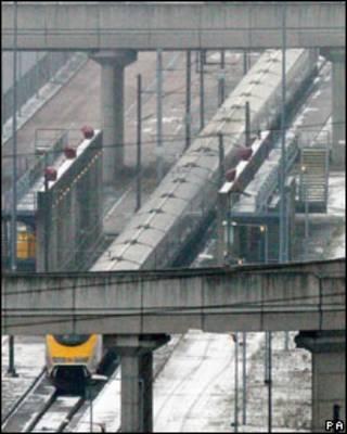 Поезд Eurostar под снегом
