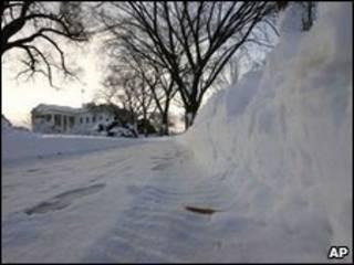 Neve cerca a Casa Branca, em Washington