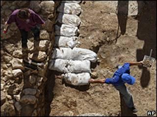 Arqueólogos trabalham em Nazaré