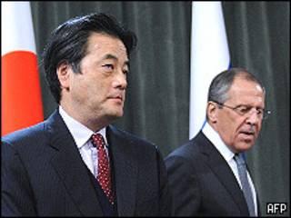 Кацуя Окада и Сергей Лавров